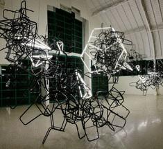 Инсталляции из подручных материалов от американского художника