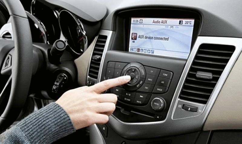 слушать музыку в машине