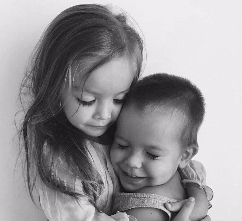 Картинка сестра и брат, смешные