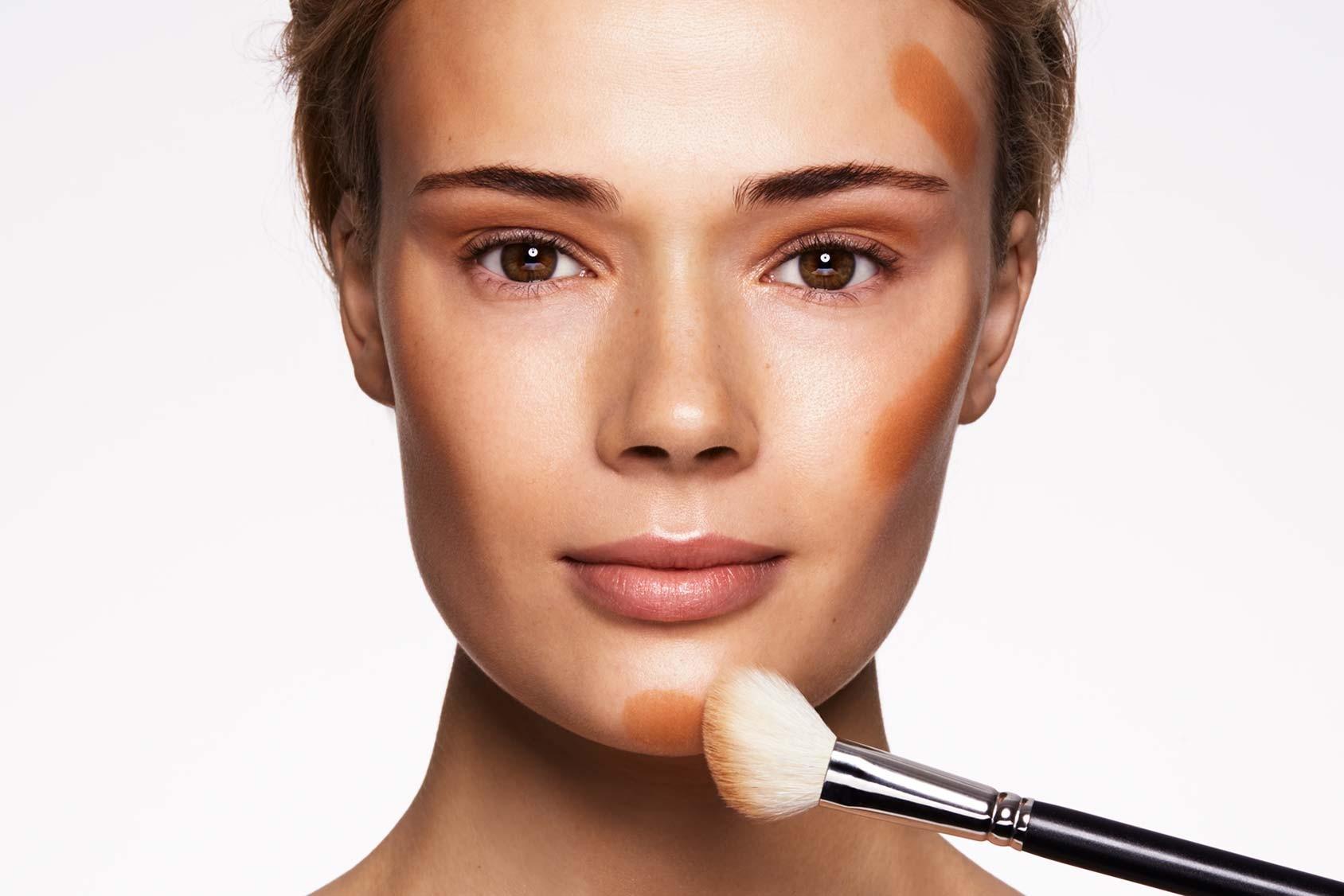 Ты сможешь сделать классный макияж девушке, помоги ей выглядеть идеально в этой игре.