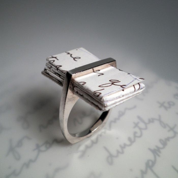 Кольцо с письмом-признанием.