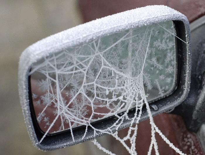 Как зима превращяет автомобили в искусство