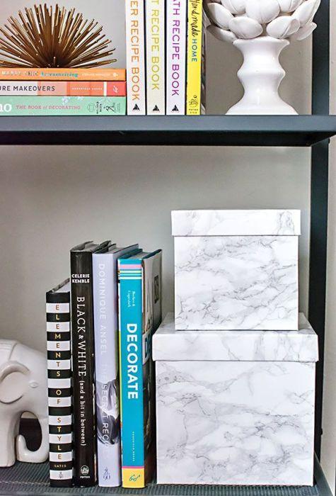 С такими стильными ящиками отпадет необходимость прятать вещи в шкафу или под кроватью.