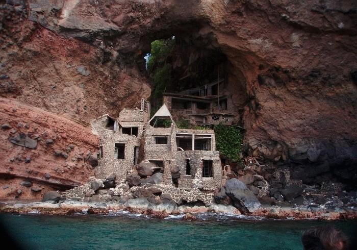 Жизнь на краю земли: 10 самых экстремальных и труднодоступных жилищ